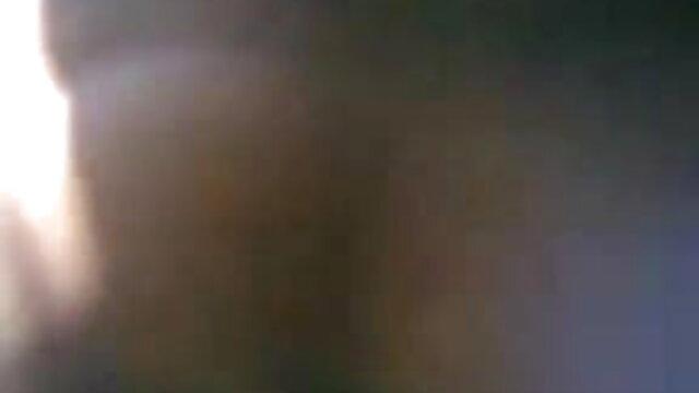 স্ত্রী একজন বন্ধু চুল দ্বারা অধিষ্ঠিত, মুখের মধ্যে দিয়েছেন বাড়ি আনা xxx বাংলা ভিডিও