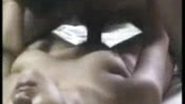 সুন্দরি সেক্সি মহিলার গুদে বাংলা ফোন সেক্স হাত ঢোকানর