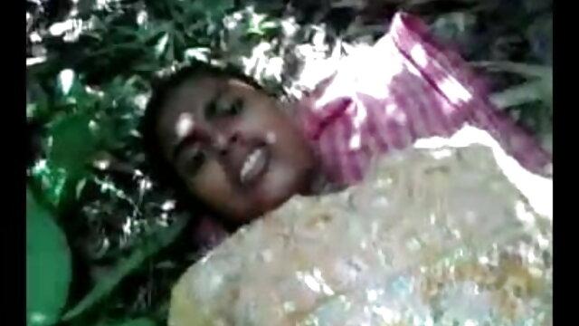 একটি টি-শার্ট চাবুক জন্মগ্রহণ সম্পূর্ণ অপ্রয়োজনীয় ছিল ছোট ছোট মেয়েদের সেক্স ভিডিও