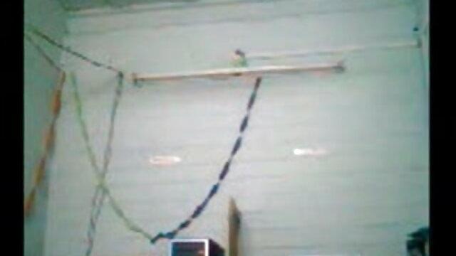 বিছানার উপর তার হাত দিয়ে মলদ্বার থেকে পাশ এবং পতনের www xxx বাংলা video রাশিয়ান ভ্যাসেলিন.