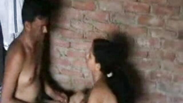 চর্বি নারী বিছানায় সেক্স-মেশিনে নতুন বাংলা xxx বসে, নগ্ন ঢাকনা স্থাপন