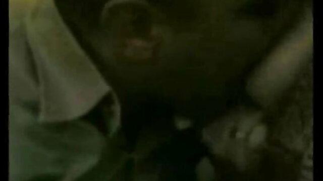 মেয়ে সমকামী, গুদে হাত ঢোকানর বাংলা হোটেল সেক্স