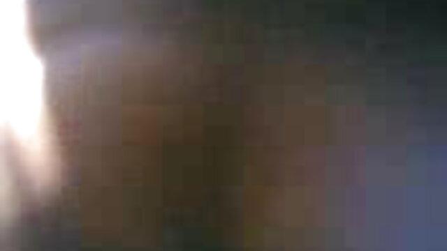 বিছানায় বাংলা hd xxx একজন মানুষ পাশে মিথ্যা একটি পাকা শরীর দিয়ে সুন্দর এবং তিনি ছুড়ে
